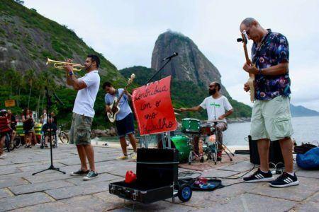 El Miraculoso Samba Jazz faz aquele som na Praia Vermelha