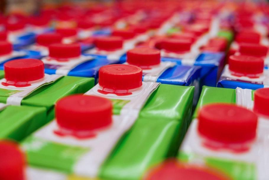 Caixas usadas em embalagens para comida e suco têm camadas difíceis de separar para reciclar