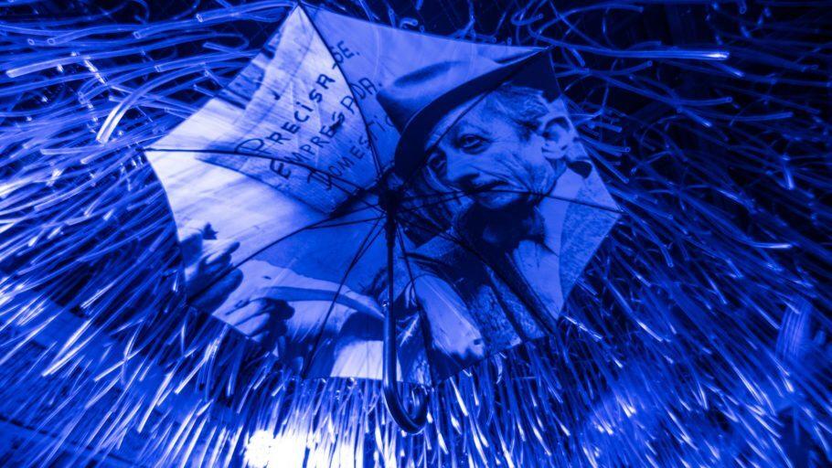 Guarda-chuva estampado com foto de Adoniran Barbosa