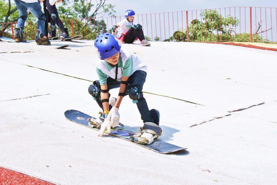 Ski, snowboard e patinação são algumas das opções do Ski Mountain Park