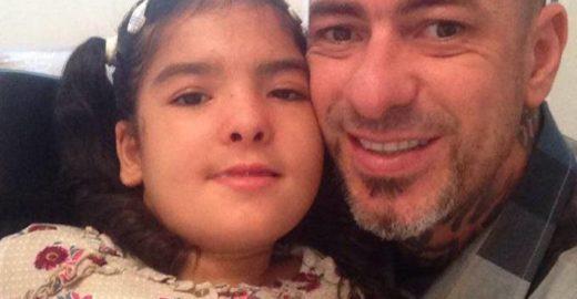Henrique Fogaça vai à Justiça após ofensas de internauta à filha