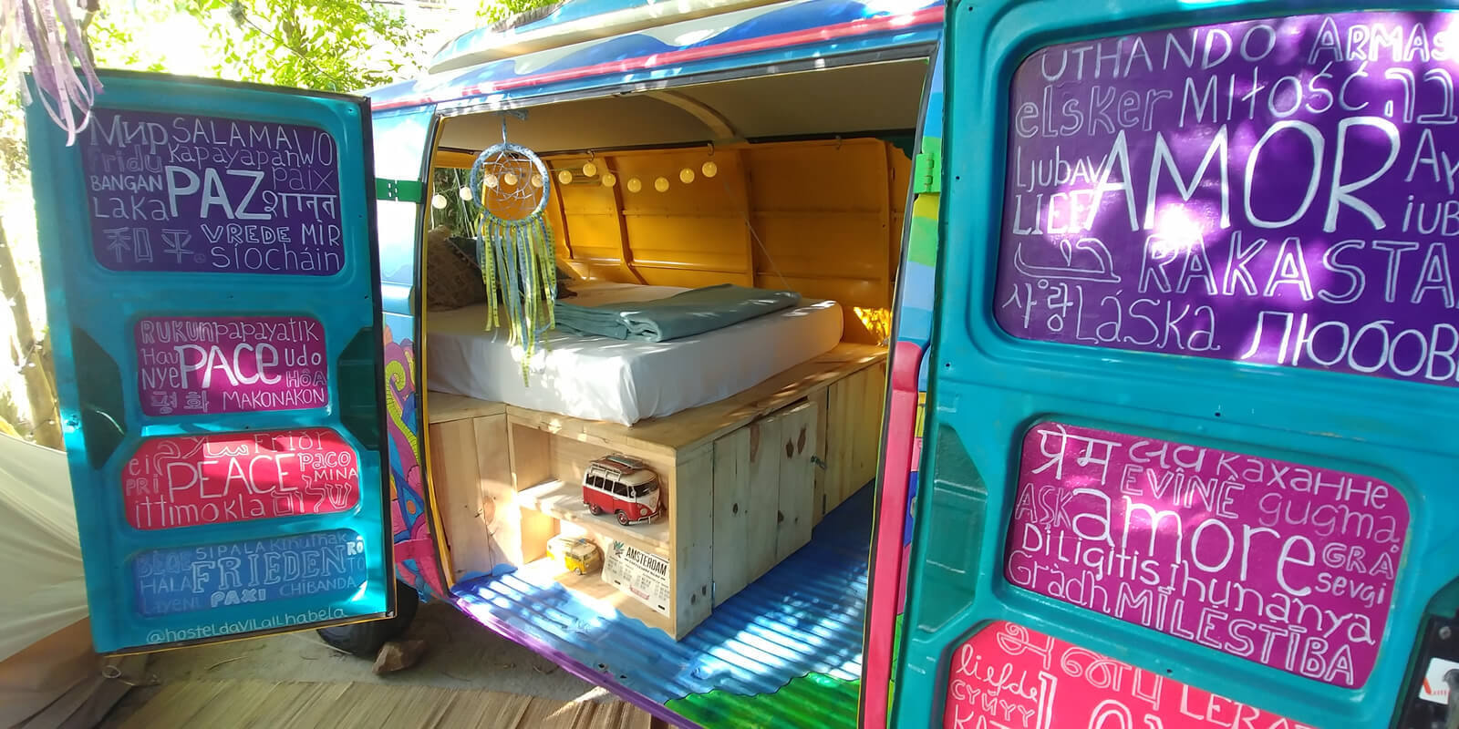 """O quarto """"Kombi Hippie"""" é um dos mais procurados pelas redes sociais do hostel"""