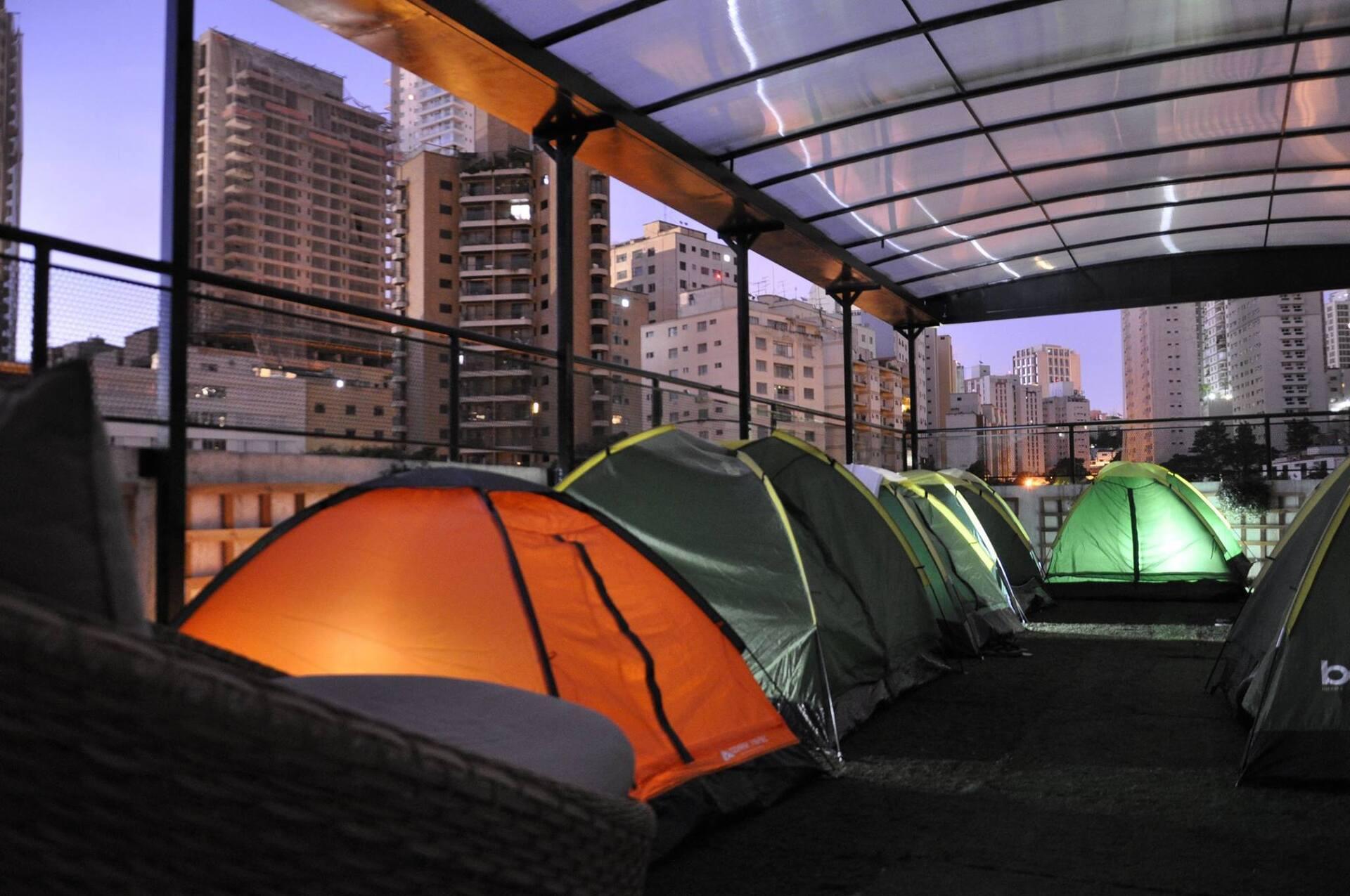 Camping urbano mescla experiências e atrai diferentes tipos de turistas