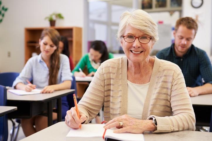 USP oferece 4 mil vagas em cursos gratuitos para pessoas acima dos 60 anos