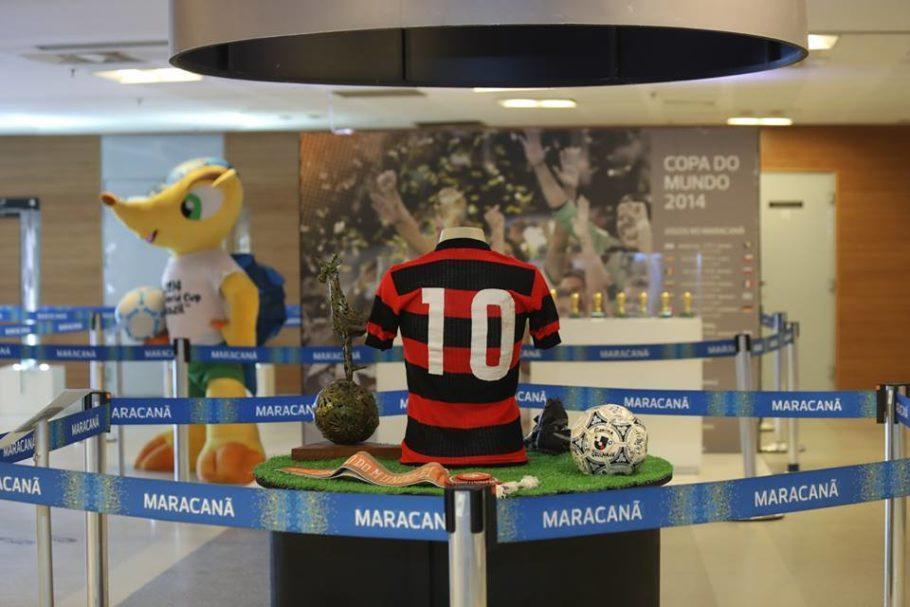 Camisa do Flamengo usada em 1979 por Zico faz parte do acervo do Maracanã