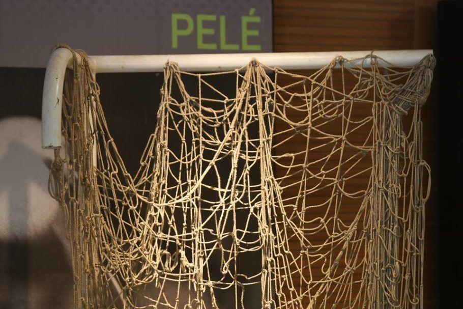 rede do jogo do milésimo gol de Pelé, de 1969, exposta no Maracanã