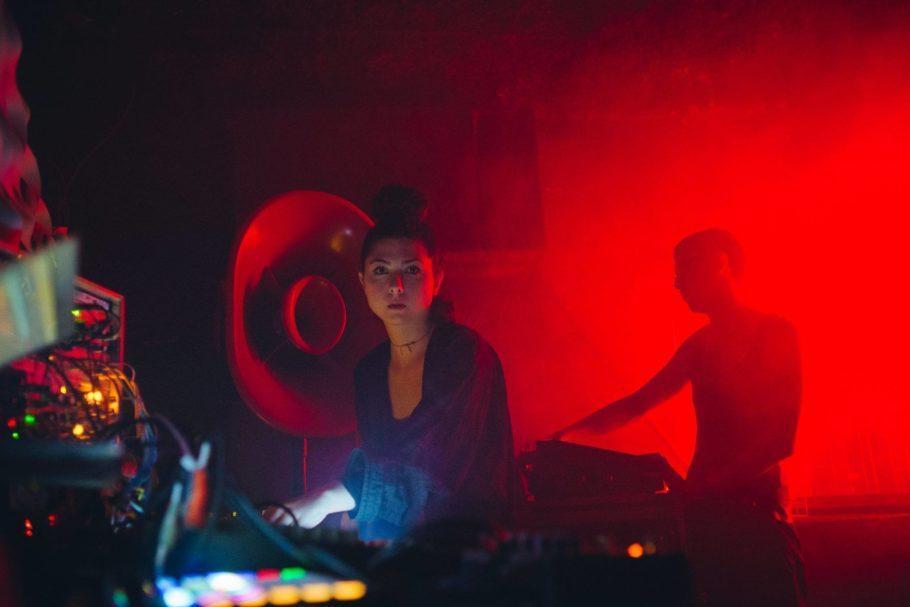 Mari Herzer é a DJ residente durante as festas NIX