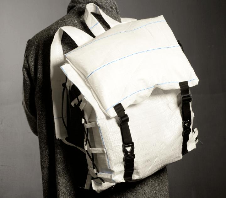 A mochila ecológica para refugiados dá novo uso a um material descartado pela indústria agrícola