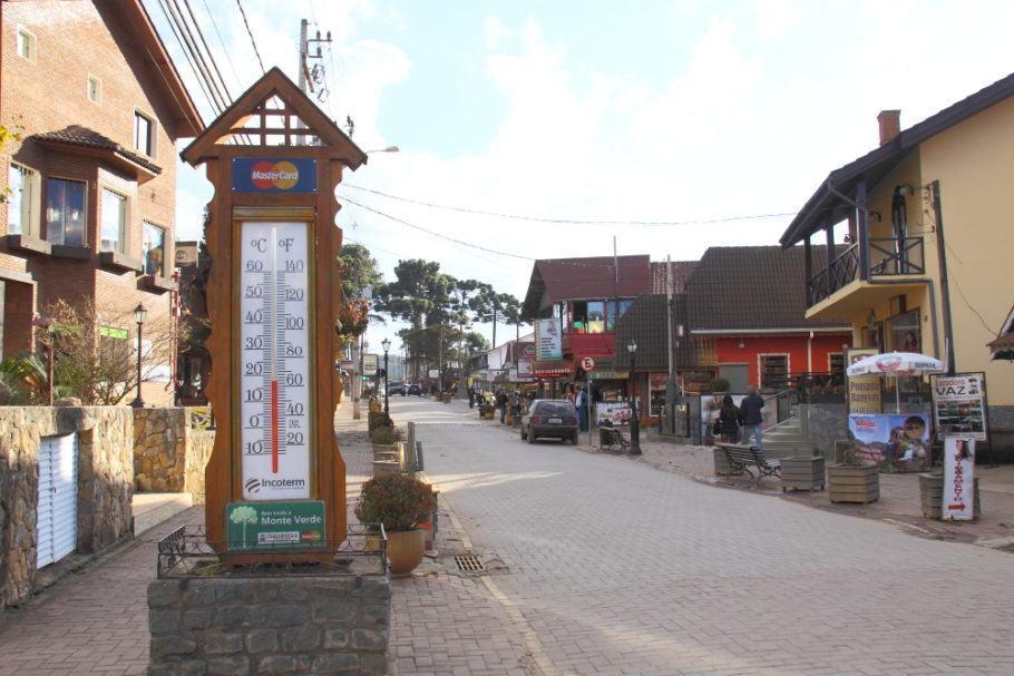 Rua na região central de Monte Verde