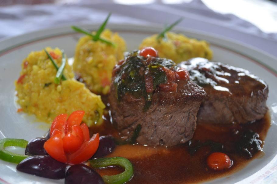 Filé do Trás os Montes, que apesar de ser especializado na cozinha portuguesa, tem carnes no cardápio