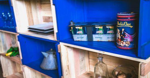 Móveis de pallets dão o tom da reciclagem na decoração da casa