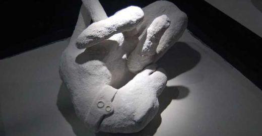 Exposição reúne corpos petrificados na tragédia de Pompeia