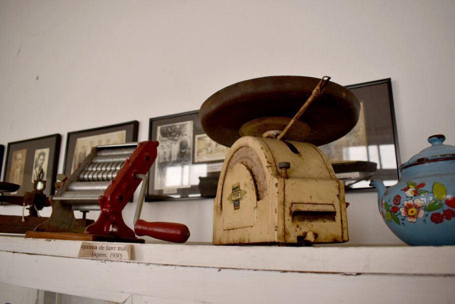 Balança e máquina para fazer massas