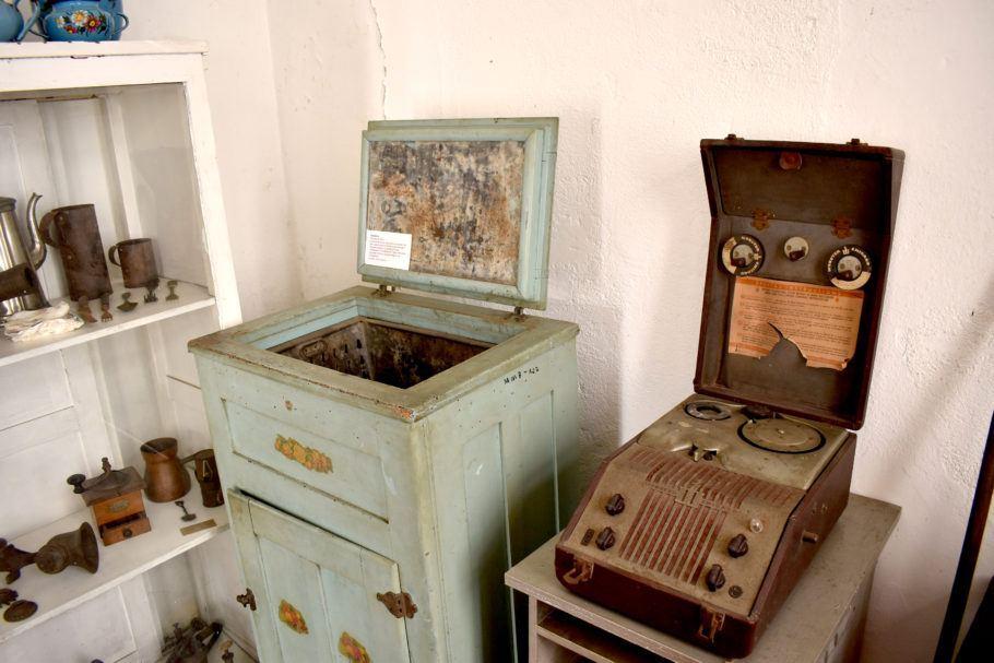 geladeira e gravador da década de 1920
