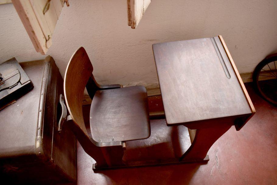 Mesa e cadeira de estudantes