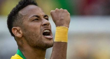 Presidente da Fifa ri ao falar de desempenho de Neymar na Copa