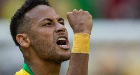 Neymar faz novas tatuagens e causa polêmica