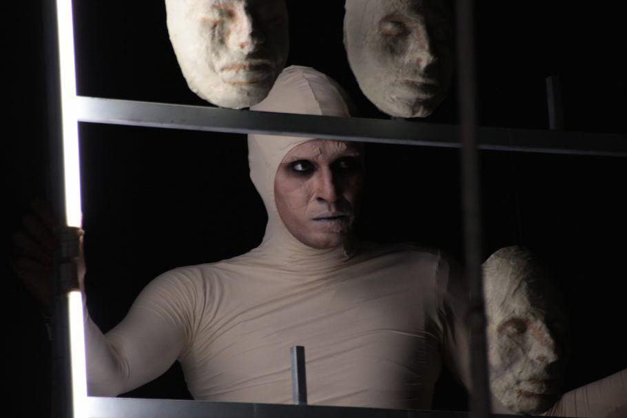 Monólogo do Núcleo de Pesquisa Caxote, com atuação de Humberto Caligari, estreia no dia 10 de agosto na SP Escola de Teatro.