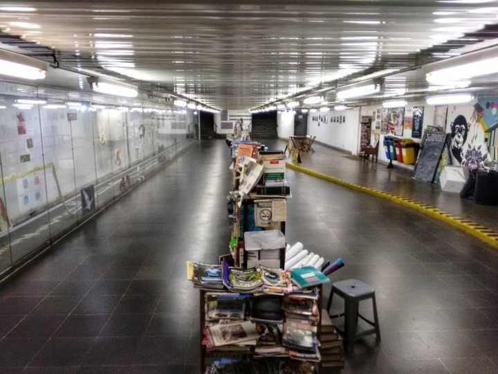 A Passagem Literária da Consolação conta com um sebo permanente de livros e revistas, além de exposições de artes plásticas e fotografia, shows e performances