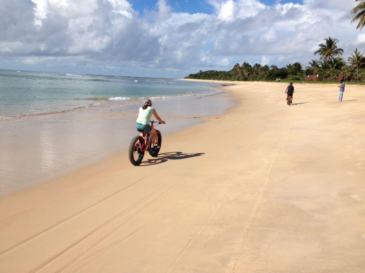 Com duração de 3 horas, em média, o passeio percorre 25 km passando por praias e áreas preservadas