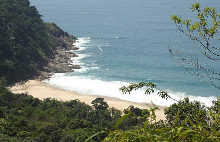 10 praias escondidas em SP que você precisa conhecer nesse verão