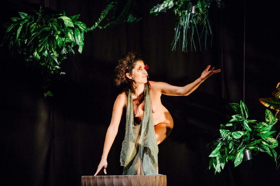 Atriz Gabriela Carneiro da Cunha na peça