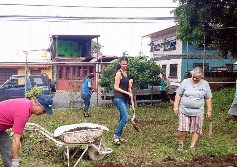 A ideia éajudar na educação e na construção de uma horta comunitária