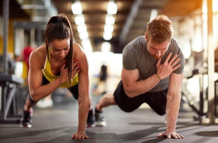 casal se exercitando