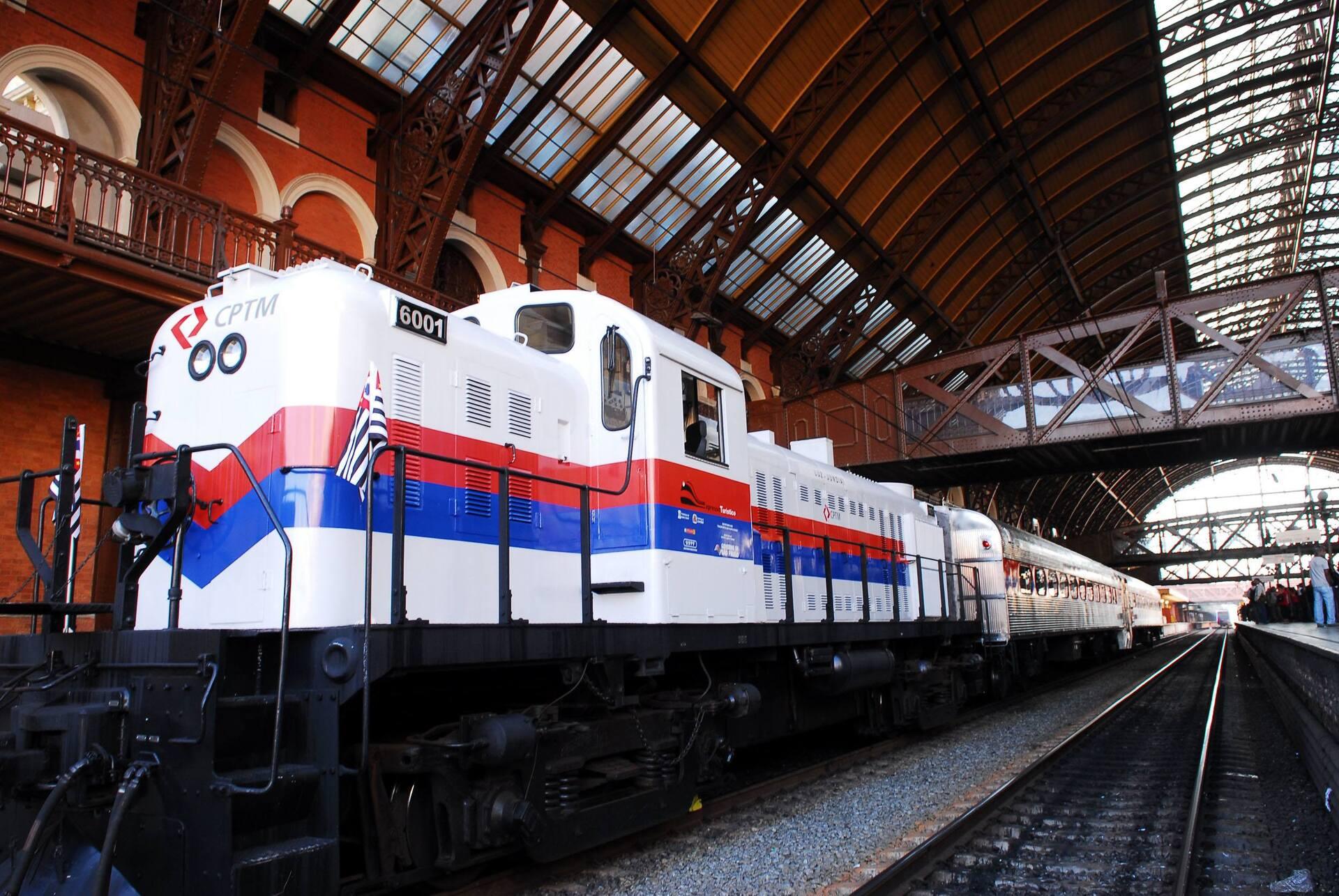 Criado em 2009, o Expresso Turístico resgata o glamour das viagens férreas da década de 1950
