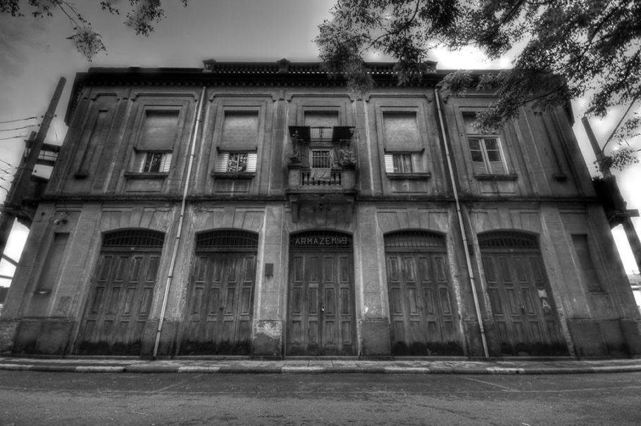 Fachada do Armazém 19, sede do Grupo XIX de Teatro