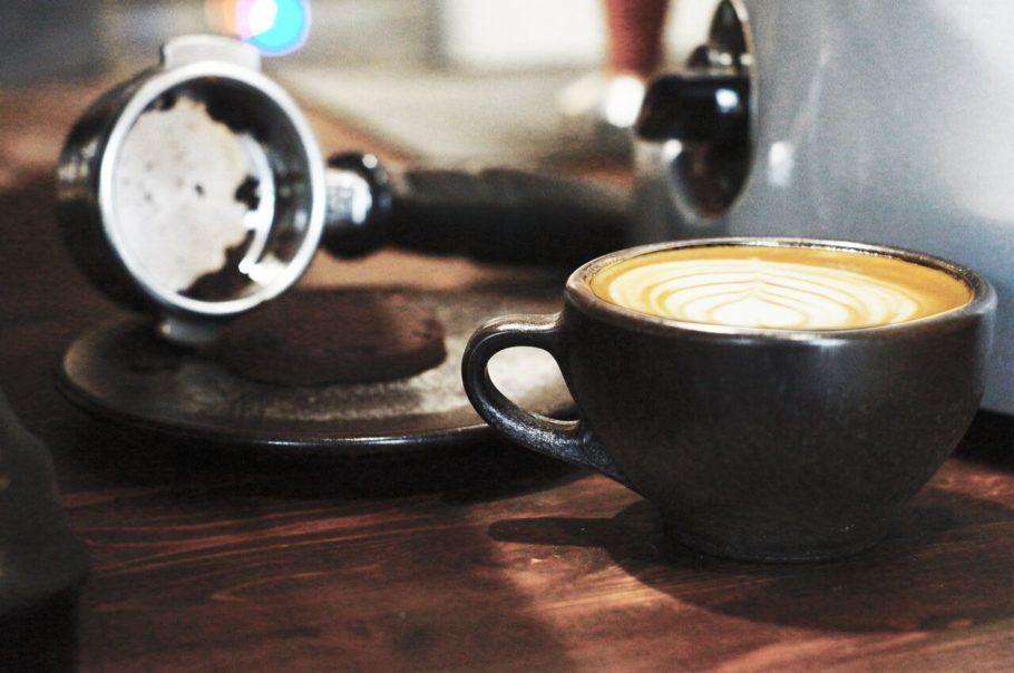 As xícaras feitas com borra de café podem ser usadas várias vezes e aguentam altas temperaturas