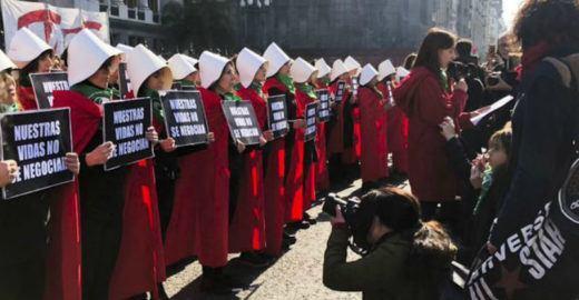 Senado da Argentina vota nesta quarta legalização do aborto