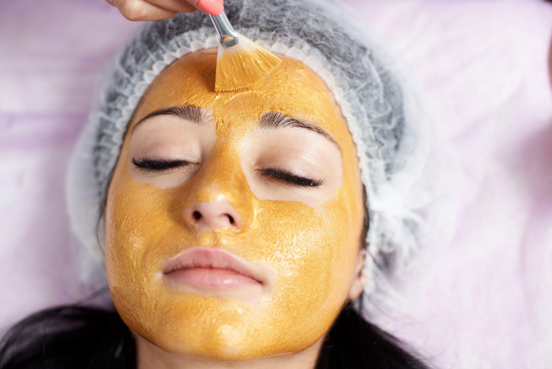 Máscara facial de açafrão com ovo
