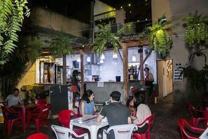 O Al Janiah é um espaço político e cultural com um bar e restaurante de culinária árabe no bairro do Bixiga