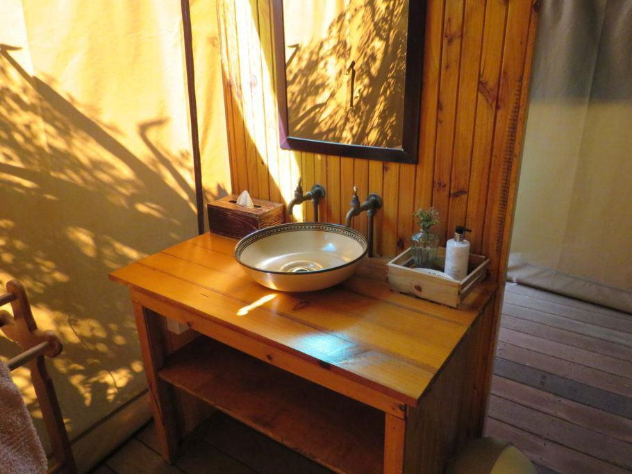 Banheiro dentro da tenda