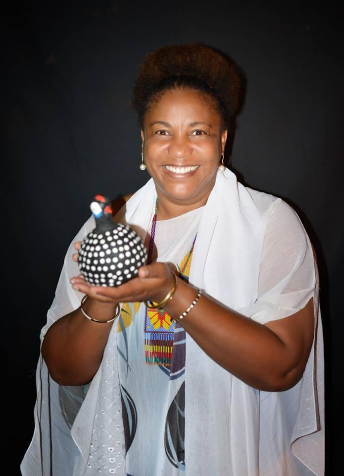 Amélia Dalomba (Angola) é autora de