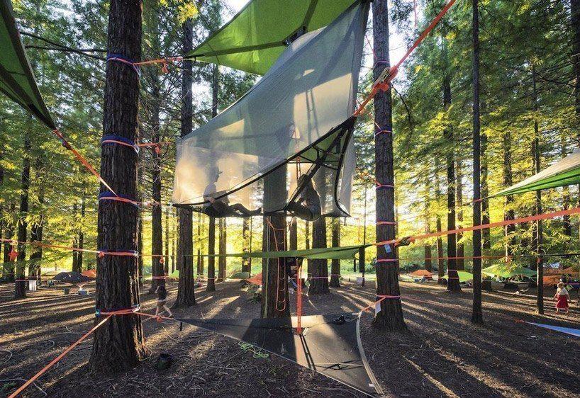 Um modelo de casa na árvore para a família