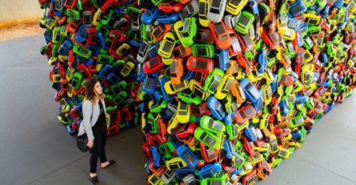 SP ganha instalação gigante com 4 mil carrinhos de brinquedo