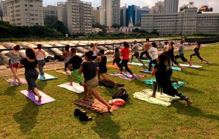 Aula de Yoga pelo Movimento Mais Flow