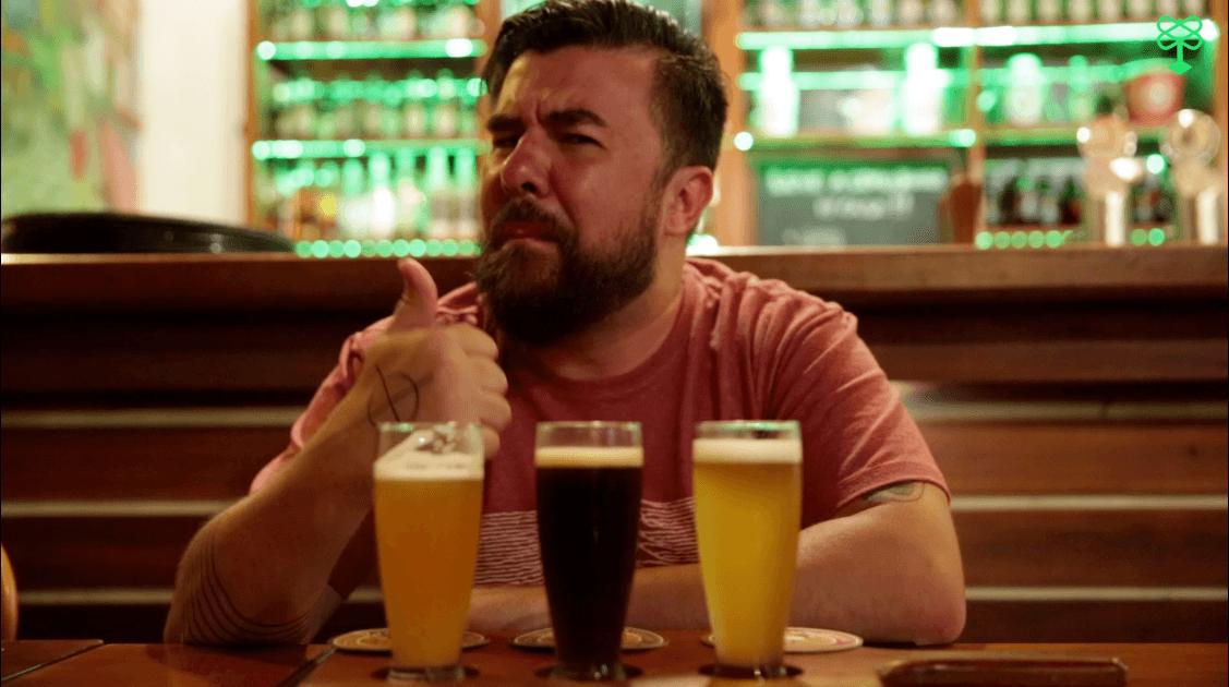 Bandeja de degustação de cervejas artesanais