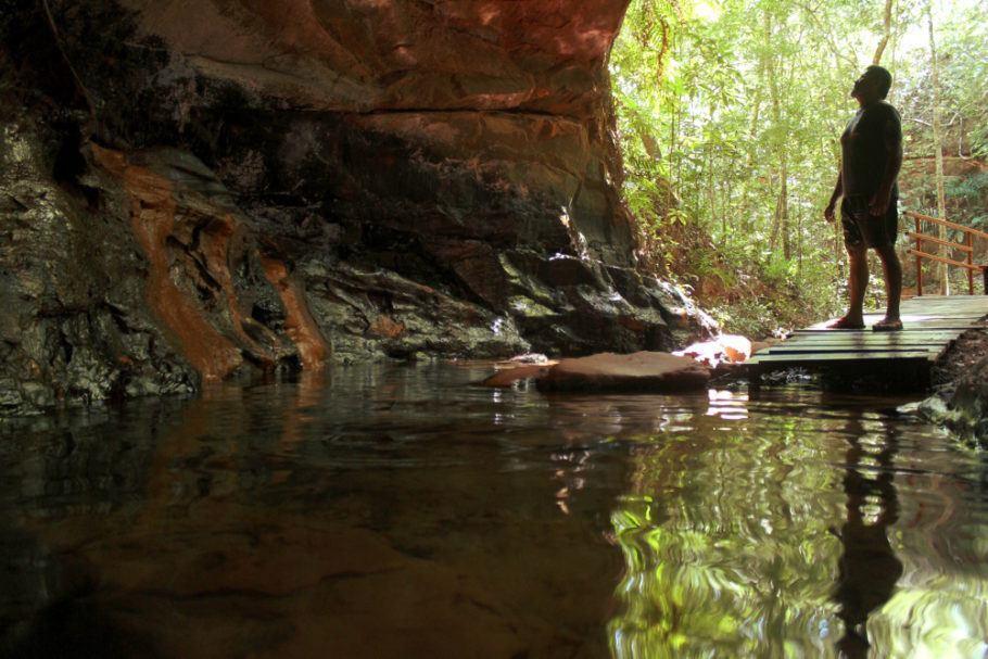 Vista da entrada para a Cachoeira da Caverna, no Santuário Ecológico de Pedra Caída, na Chapada das Mesa