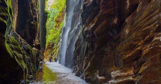 Cachoeira do Santuário é atração na Chapada das Mesas (MA)