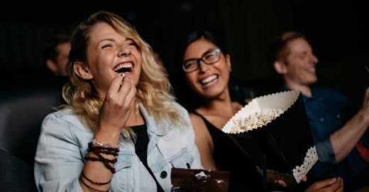 Leve um amigo ao cinema neste domingo e nós pagamos a conta