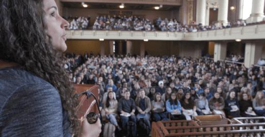 O que é ensinado no curso sobre felicidade que é sucesso em Yale