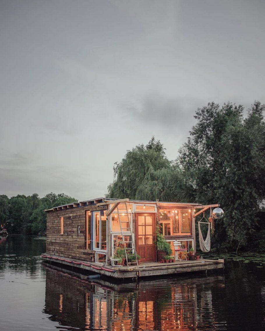 Essa embarcação é usada para workshops e discussões sobre meio ambiente e fotografia