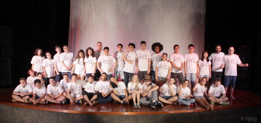 Foto de elenco dos espetáculos do Festival Projetos Sociais