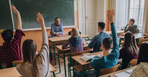 Mostra de Bruno Novaes questiona sistema educacional: grátis