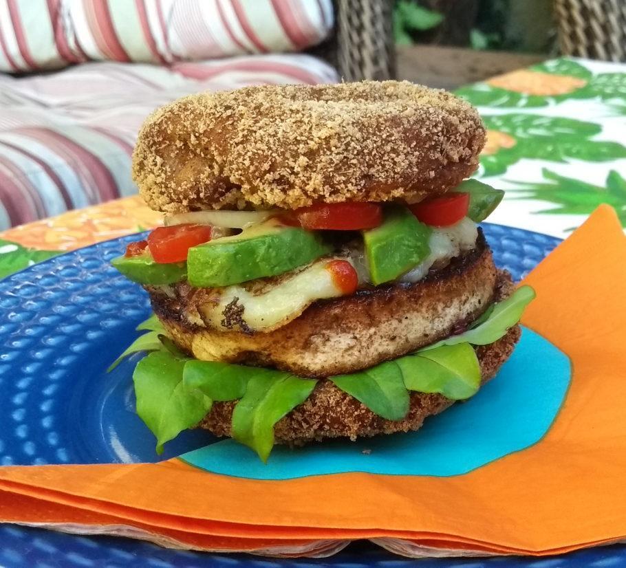 receita vegana de sanduíche com cogumelos shitake empanados