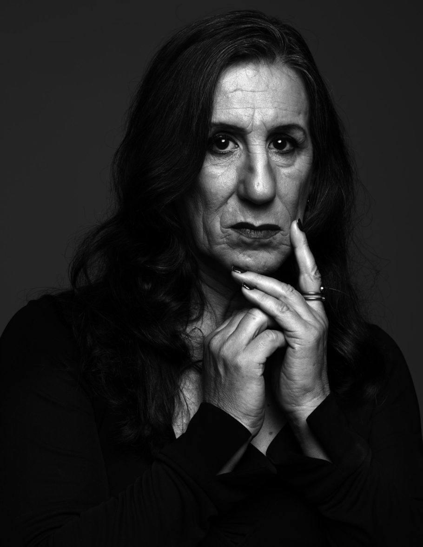 Foto em preto e branco em close de Laerte