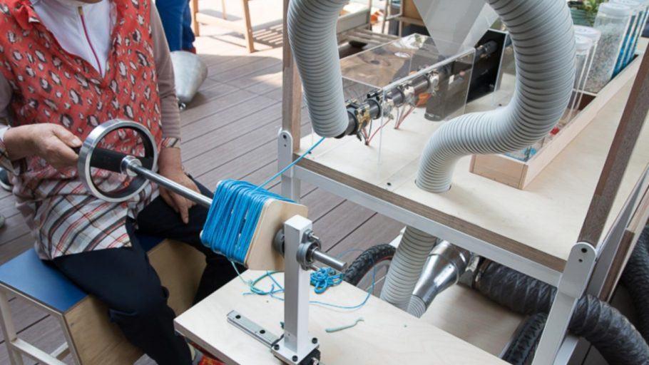 O lixo plástico pode se transformar em algo precioso com o uso das máquinas de Dave Hakkens